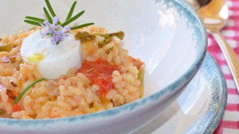 Arroz con salsa de tomate casera y jamón