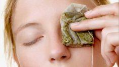 Lavarse los ojos con manzanilla es un buen remedio si están hinchados