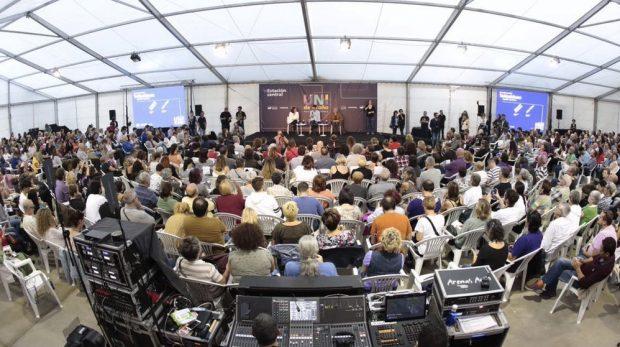 Iglesias arropa a Carmena y Colau y culpa al PP de haber limitado su acción de Gobierno