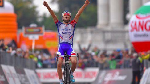 Thibaut Pinot entró triunfal en Lombardia.