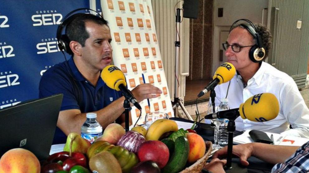 El nuevo presidente de Mercasa, José Ramón Sempere (derecha), durante una entrevista a la cadena Ser.