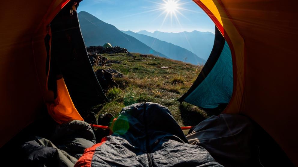 Para elegir un saco de dormir debes tener en cuenta varios aspectos