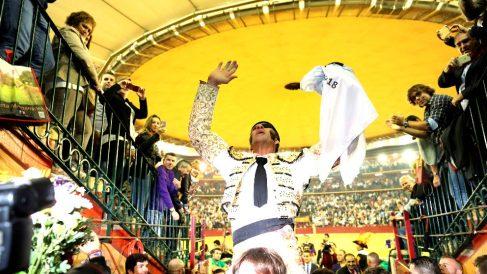 Padilla sale por la Puerta Grande este domingo en Zaragoza (Foto: EFE)