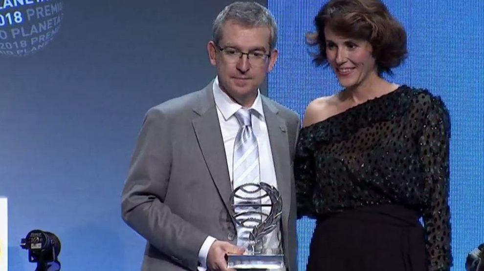 Santiago Posteguillo, ganador del Planeta 2018, y Ayanta Barilli, finalista.