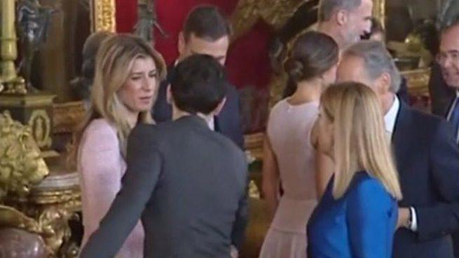 El asistente de la Casa Real no pidió a Sánchez que se quedara para una foto sino que lo expulsó