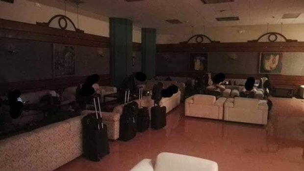Cuatro tripulaciones de Ryanair duermen en el suelo del aeropuerto por el huracán Leslie