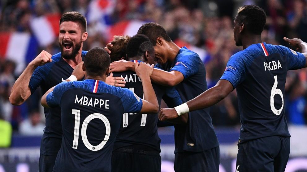 Los jugadores de Francia celebran el gol de Griezmann. (AFP)