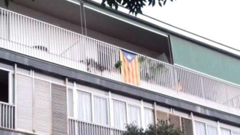Una estelada colgada en el balcón de la residencia sacerdotal de Barcelona (Foto: 'Germinans Germinabit')