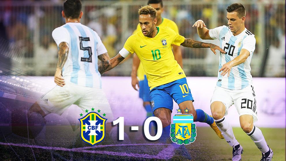 Brasil se impuso a Argentina gracias a un gol de Miranda en el descuento. (AFP)