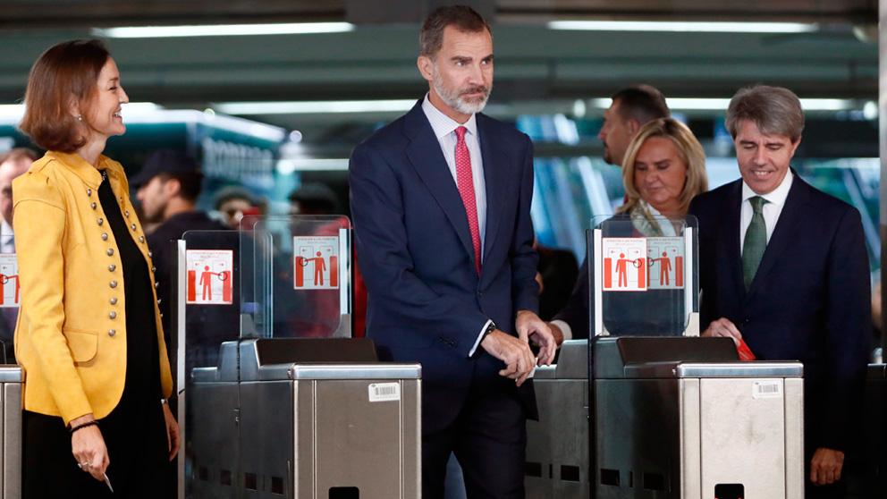 El Rey Felipe viaja en metro