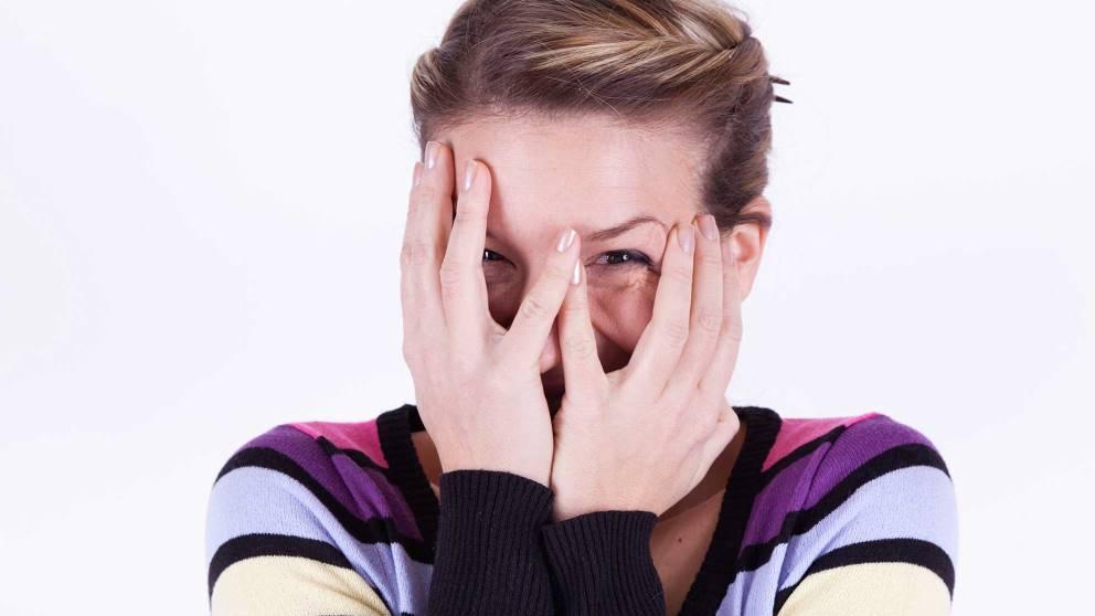 La timidez puede suponer un problema para relacionarse con los demás