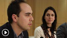 Los concejales de Podemos en el Ayuntamiento, Rita Maestre y José Manuel Calvo, disculpan a Pablo Echenique por no pedir y pagar la correspondiente tasa.