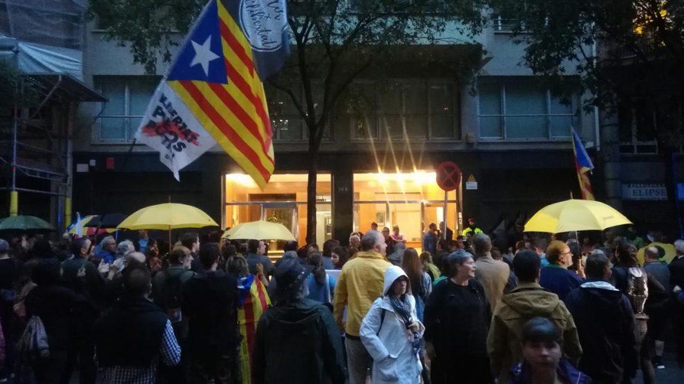CDR ante la sede de ERC. Foto: Europapress