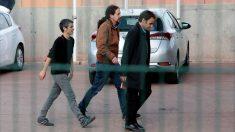 Pablo Iglesias, con Jaume Asens, en la cárcel de Lledoners.