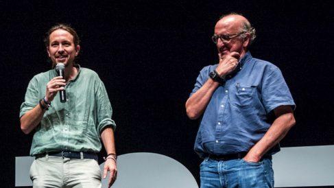 Pablo Iglesias, líder de Podemos, y Jaume Roures, a la derecha.