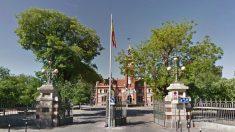 Mástil donde ya no se pondrá la bandera española en Arganzuela. (Foto. GM)