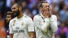 Benzema y Bale se lamentan tras una ocasión fallada en un partido del Real Madrid. (AFP)