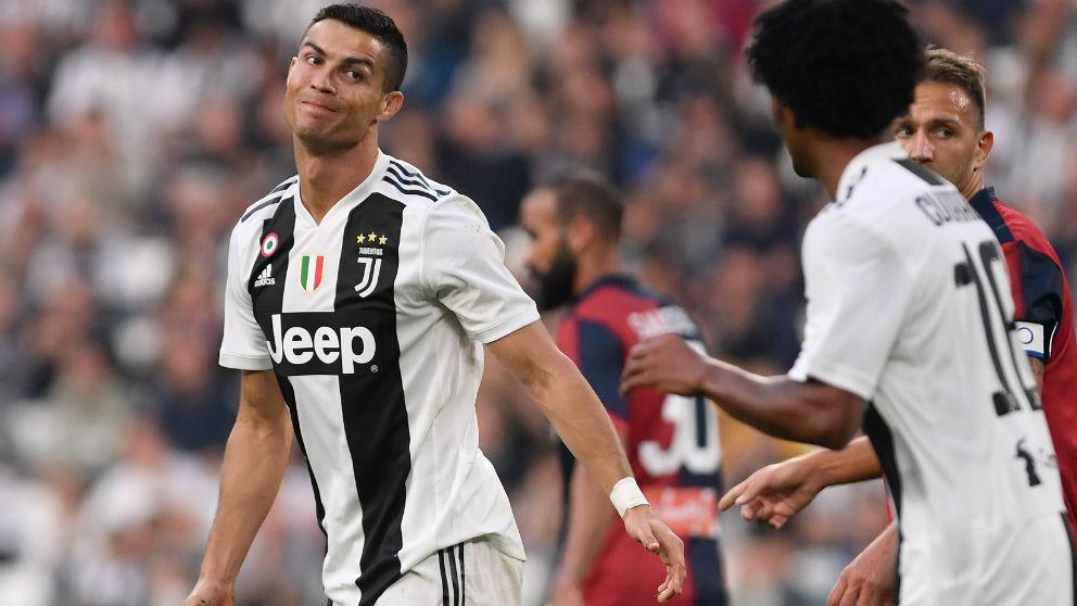 Cristiano Ronaldo se lamenta de una acción durante el Juventus – Genoa. (AFP)