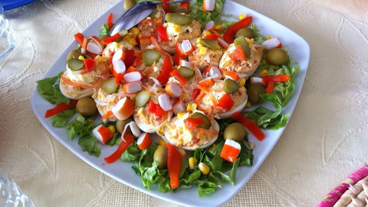 Huevos rellenos de gambas y pulpo, receta fácil y rápida