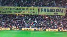 Pancarta independentista en el Camp Nou durante el Barcelona – Sevilla.
