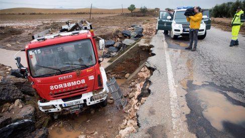 Camión de Bomberos accidentado en Málaga (Foto: EFE)