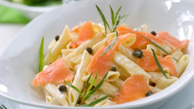 macarrones con salmón y nata