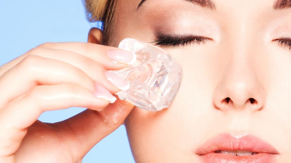 El hielo es muy bueno para cerrar los poros de la piel