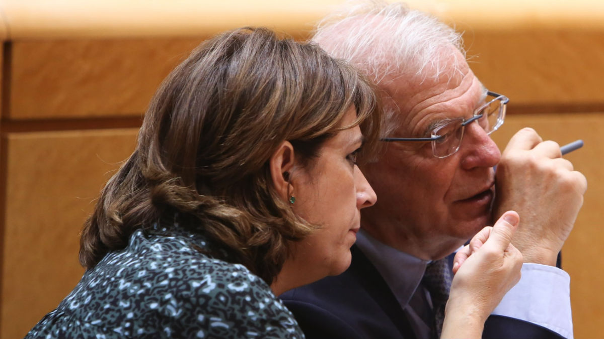 Los ministros Josep Borrell y Dolores Delgado, en el Congreso de los Diputados.