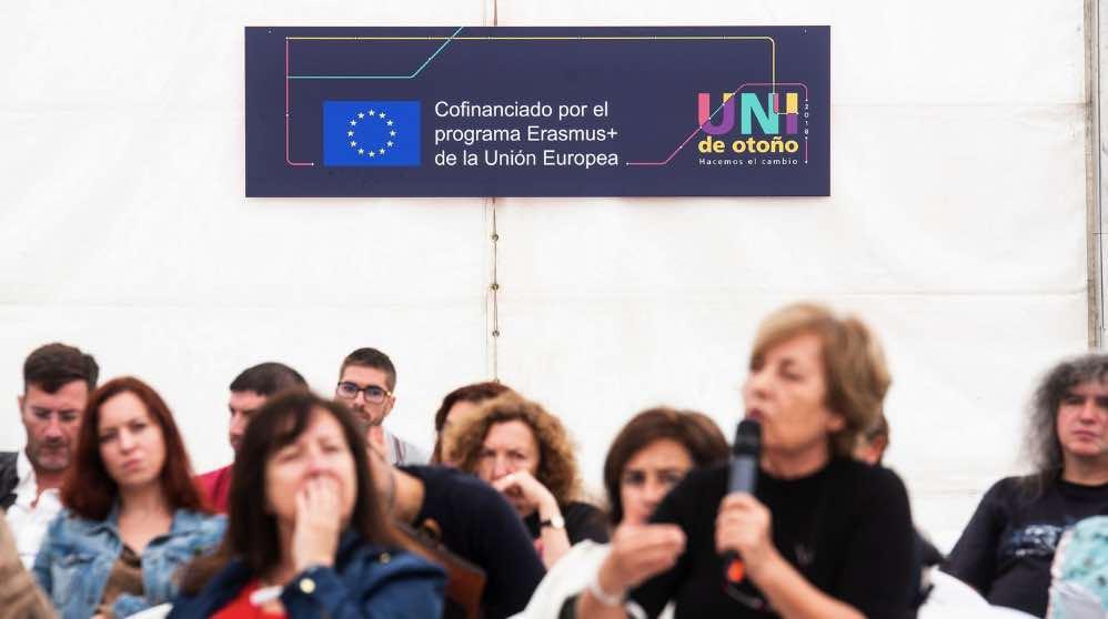 Cartel de financiación de Erasmus en La Uni de Otoño. (Foto. Podemos)
