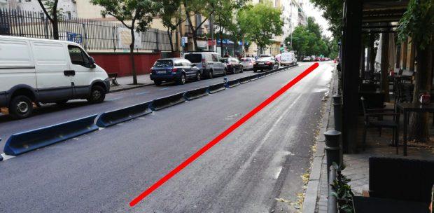 Caos en Chamberí: Carmena recorta más carriles y los coches se chocan contra los maceteros