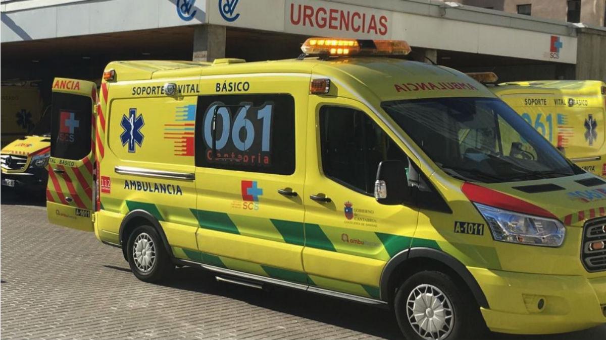 Una ambulancia del servicio de emergencias 061 de Cantabria.