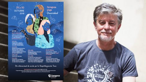 Pedro Santisteve, alcalde de Zaragoza, junto al cartel de las jornadas transexuales