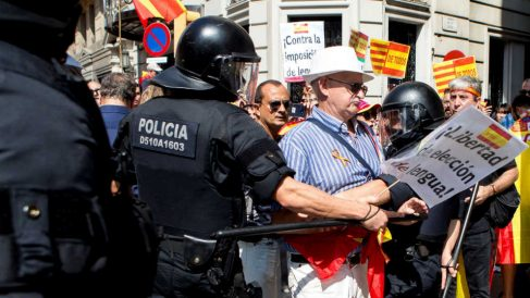Los Mossos d´Esquadra durante una manifestación por la libertad linguïstica en Barcelona