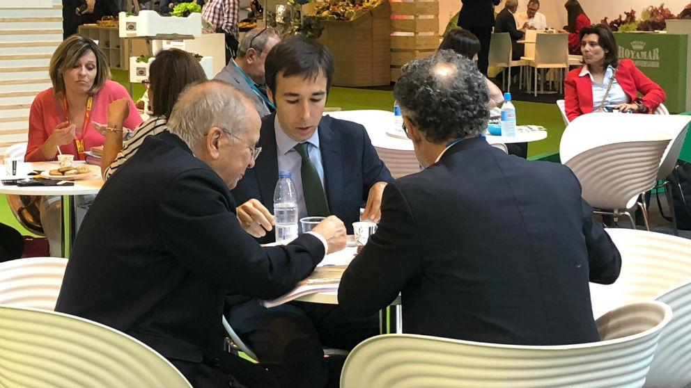 Ignacio Cruz Roche, David Chica y José Ramón Sempere, en la feria Fruit Attraction.