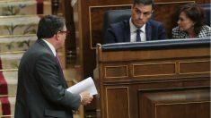 Pedro Sánchez y Aitor Esteban, en el Congreso.