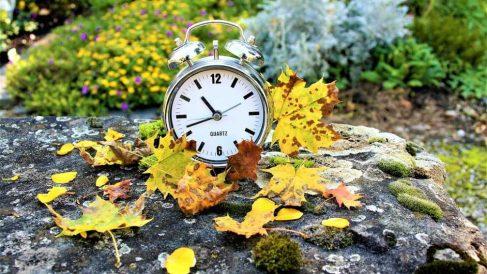 Por qué cambiamos la hora en octubre