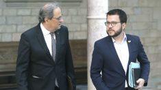 El presidente de la Generalitat, Quim Torra, y el vicepresidente y conseller de Economía, Pere Aragonés (d) (Foto: Efe)