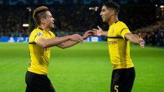 Achraf celebra con Guerreiro uno de los goles al Atlético. (AFP)