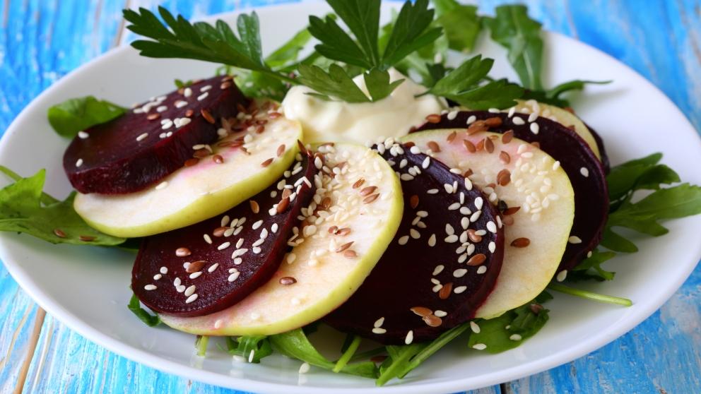 Receta de ensalada de manzana y remolacha