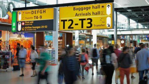 Ley estadounidense obliga a los aeropuertos a tener salas de lactancia y cambiadores