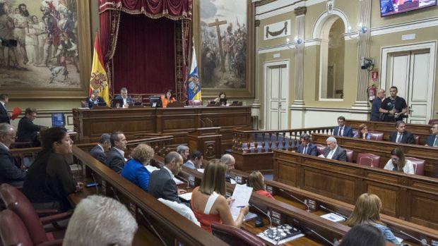 El presidente de Canarias y otros diputados cobran dietas de alojamiento pese a vivir en Tenerife