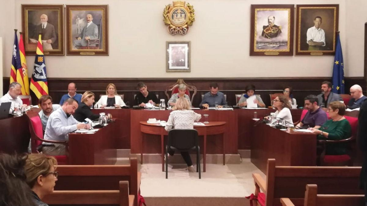 Pleno del Ayuntamiento de Mahón (RRSS).