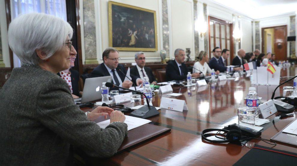La fiscal general del Estado, María José Segarra (i), en la inauguración del Encuentro bilateral Anticorrupción entre las Fiscalías de España y Francia en Madrid. (Foto: Efe)