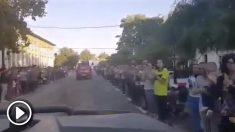 Vecinos de Campillos (Málaga) despiden a los militares de la UME con aplausos