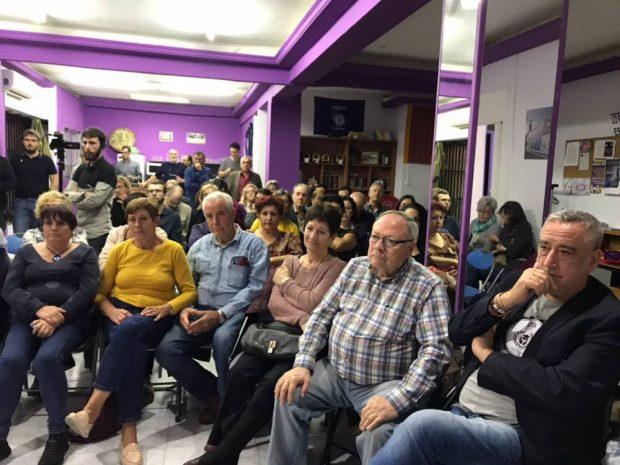Concejales y diputados de Podemos entre el público.