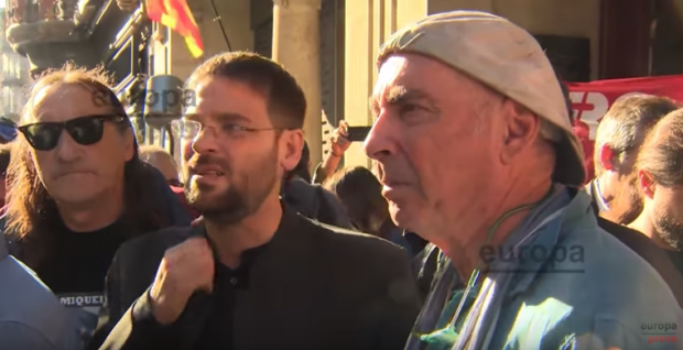 El cantautor Lluís Llach (derecha) con el terrorista Fredi Bentanachs el 20-S y Dante Fachin