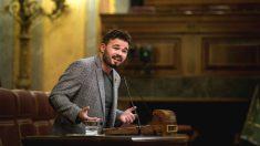 El portavoz adjunto de ERC en el Congreso, Gabriel Rufián, durante una intervención en un pleno del Congreso. (Foto: Efe)