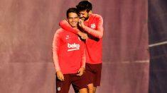 Denis Suárez y Piqué durante un entrenamiento. (Getty)