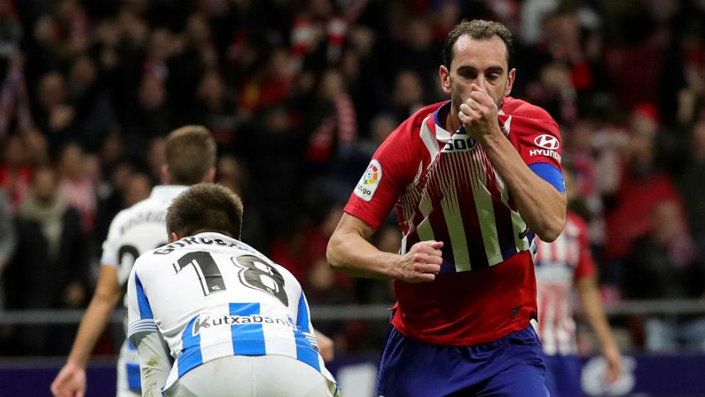 Diego Godín celebra su gol contra la Real Sociedad. (EFE)