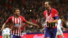 Atlético de Madrid – Real Sociedad en directo: Godín celebra el 1-0 junto a Correa (EFE).